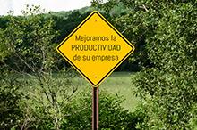 """señal de carretera con la leyenda """"mejoramos la productividad de su empresa"""""""